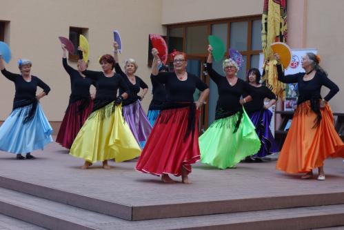 5......Sport. hry seniorů, Liberec v vystoupení seniorkek z tanečního studia  AISCHA